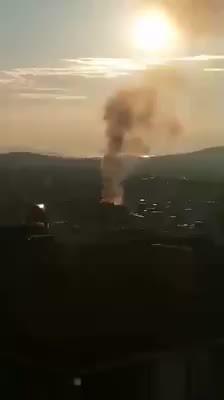 Gebze'de binanın çatısı böyle yandı