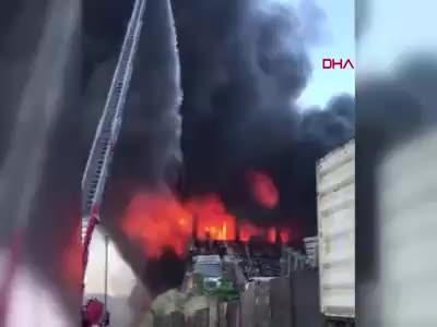 Kocaeli Çayırova Şekerpınar'da fabrika yangını