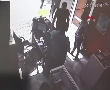 Kocaeli'de iş yeri sahibini sopalarla dövdüler