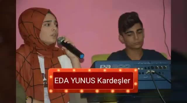 O Ses Türkiye'nin Kocaeli sesçmelerinde birinci olan Eda ve Yunus Yılan kardeşlerin internette dolaşan performansı
